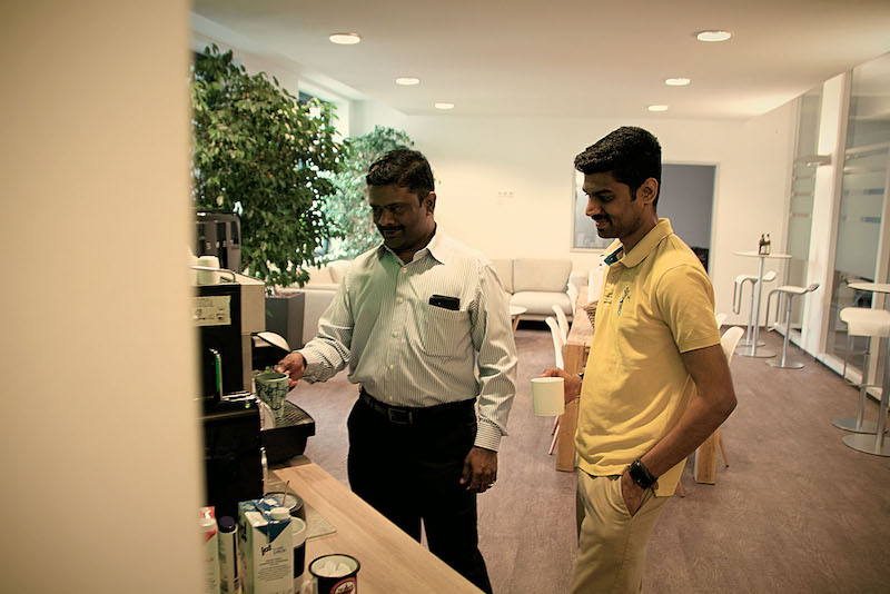 Neos IT Services, working environment, employee in front of a coffee machine